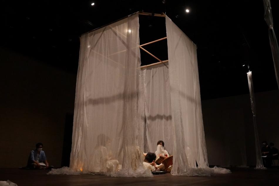 新作公演「モ リ ニ ハ イ ル」のレビューが掲載されました!