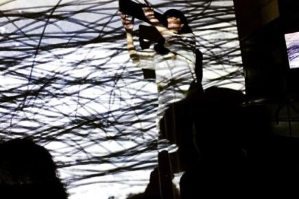 小林はくどうヴィデオパフォーマンス「AQUA WORKS」レポート
